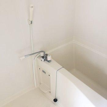 お風呂はシンプルに*写真はクリーニング前です