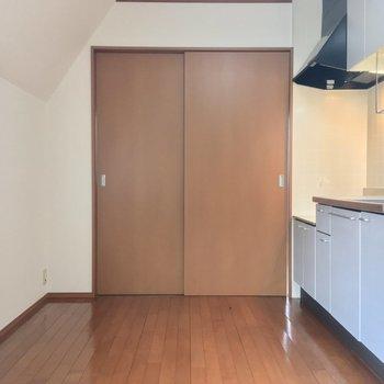 【DK】5.5帖洋室とは引き戸で仕切ることができます