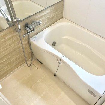お風呂は普通サイズ。※写真は前回募集時のものです