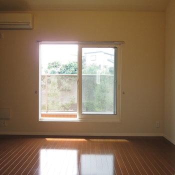 2階のお部屋です。暖かみを感じます!