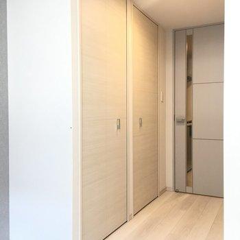 クローゼット開けてみましょう!。※写真は2階の同間取り別部屋のものです