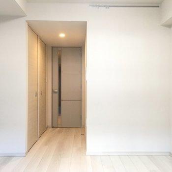 内観はとってもシンプル。※写真は2階の同間取り別部屋のものです