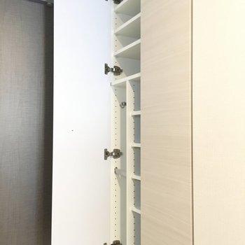 棚がすごく細かいですね〜※写真は2階の同間取り別部屋のものです