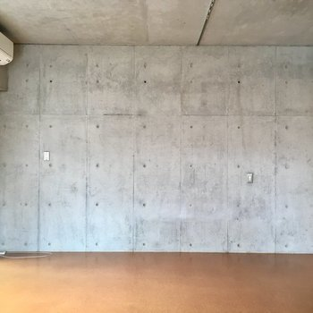 コンクリ壁もあって、ギャップがたまらん。