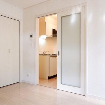 キッチンとは扉で仕切って。