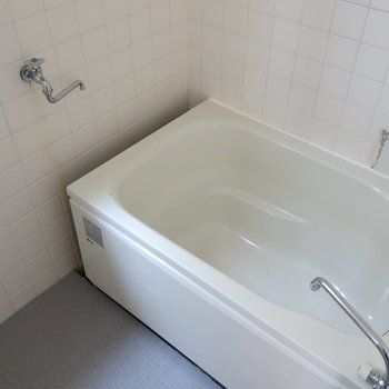 浴室もレトロめだけど追焚はしっかりついているのです。