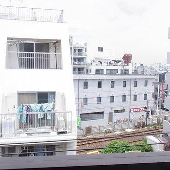 眺めは悪くないのに・・線路が。※5階からの眺め