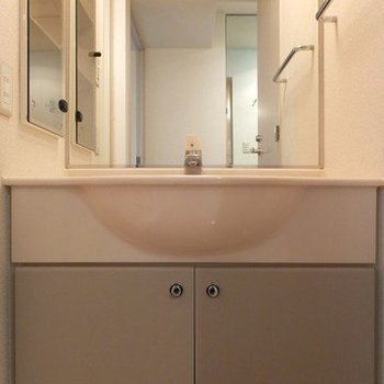 洗面台は独立タイプ!※写真は26階の別部屋