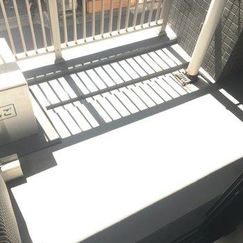 バルコニーはこんな感じ。奥行きが◎ ※写真は2階の反転間取りのお部屋です。