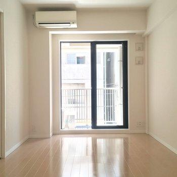 シンプルな1Kタイプのお部屋です! ※写真は2階の反転間取りのお部屋です。