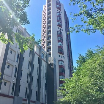 ドドン!中目黒駅から徒歩3分の大きなマンションです