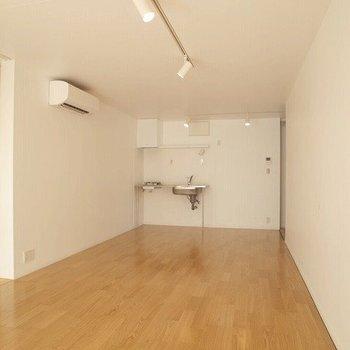 広々としてます! ※写真は2階の似た間取り別部屋です。