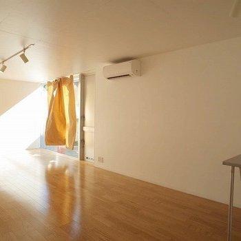 日もしっかり入ります。※写真は2階の似た間取り別部屋です。