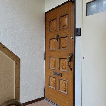玄関とびら、風格ある!