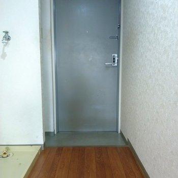 ライトグレーの玄関がさわやか!