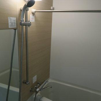 浴槽広めなのでゆったり脚を伸ばせます。写真は1階の同間取り別部屋