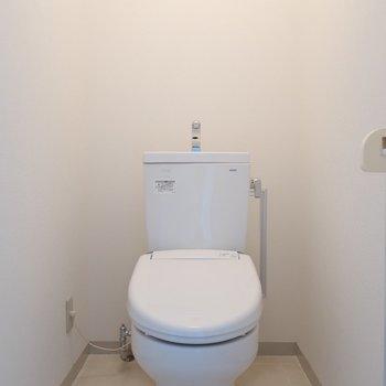 トイレはシンプルなタイプ。