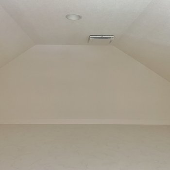 【ロフト】天井がけっこう低め。