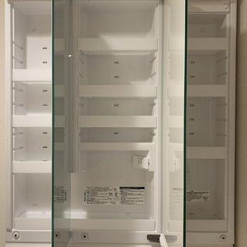 鏡裏の収納、棚が多くて小物がたっぷり入りそう!