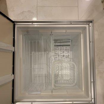 収納棚の足元には床下収納まであります!区切りがついて使いやすい。