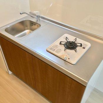 キッチンはコンパクトですが、作業スペースはしっかり確保!