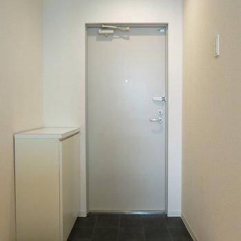ゆったりした玄関ですね!