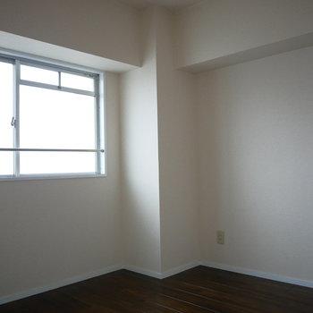 西側の洋室は4.5帖とコンパクト