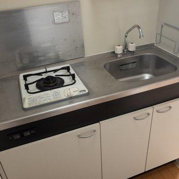 キッチンは1口です。調理スペースはありますね。