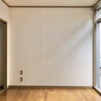 洋室左下にテレビ線が通っていて、大きめのテレビでも置けそうです