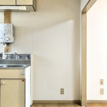 冷蔵庫置き場もしっかりスペースが確保されています