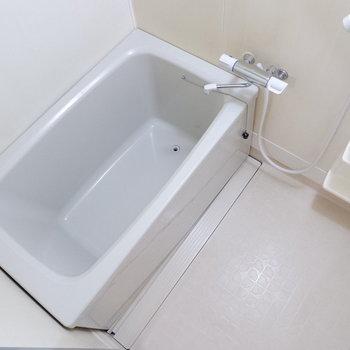 浴室もシンプルなサイズ感。