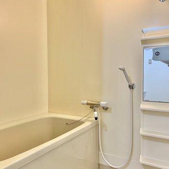 深めの浴槽でゆったり浸かれそう