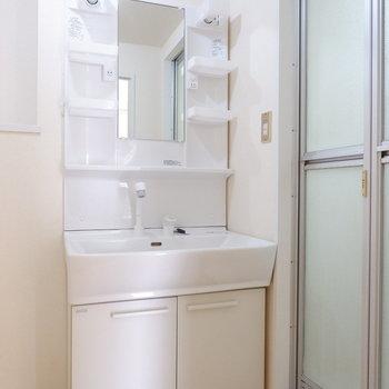 脱衣所には洗面台と、、、※写真は前回募集時のものです