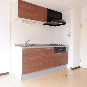 【リビング】ゆったりキッチンですね。※写真は前回募集時のものです
