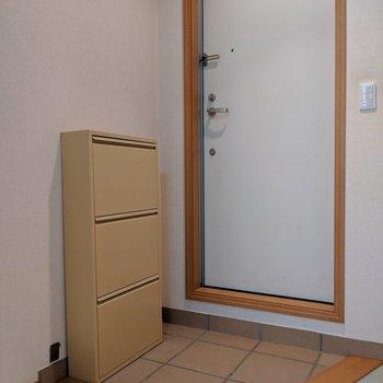 玄関はフラットです
