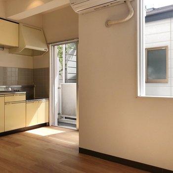 窓があってキッチンも明るいですね