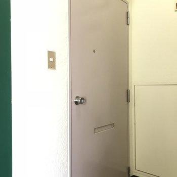 玄関扉 外から