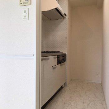 【1F】冷蔵庫置場は突き当りにあります。