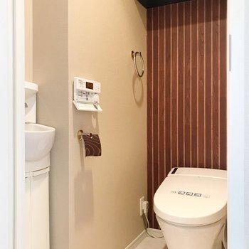 【1F】トイレは1階にのみ。手洗い付きです!