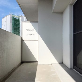 【1F】バルコニーは1階と2階部分の2つにあります。