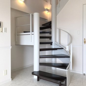 【1F】さて、階段をのぼってみましょう(ワクワク)
