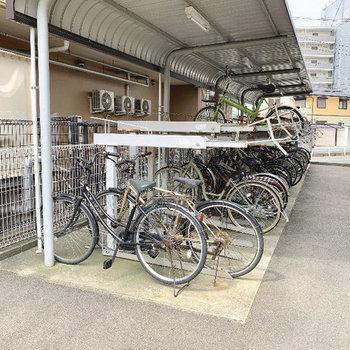 駐輪場は屋根付きなので濡れません。