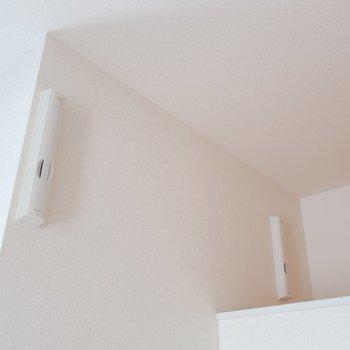 お部屋にはバルコニーがありませんので、お洗濯物はこの室内干しツールを使って下さいね。
