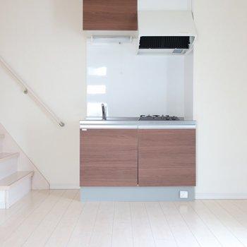 キッチンの前にカウンターになるような家具を置いてカフェ風に♡