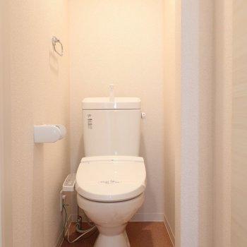 トイレはもちろんウォシュレット完備です。