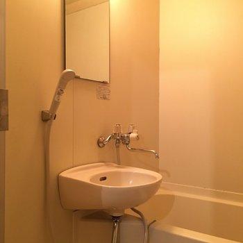 洗面台とお風呂は2点タイプ。※写真は前回募集時、モデルルームのものです