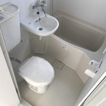 お風呂は3点ユニット。