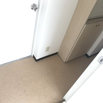 非常口につながるドアをあけると謎のスペース。