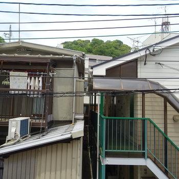 北側バルコニーから。※写真は201号室のもの