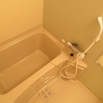 お風呂も十分です※写真は同間取り別部屋のものです。